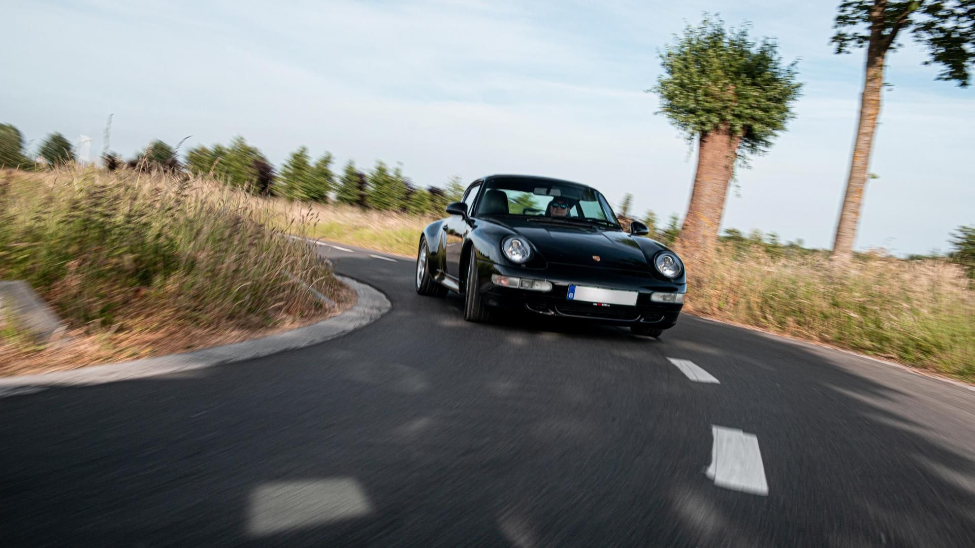 993 4S driving